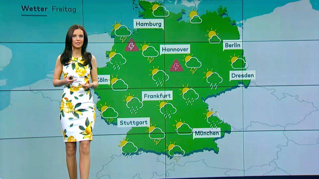 Moderatorin aus München, hier in Berlim im TV Studio