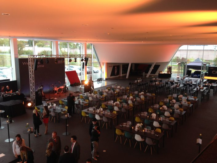 Audi Zentrum Stuttgart Eröffnung Gebrauchtwagenterminals Moderatorin Susanne Schöne