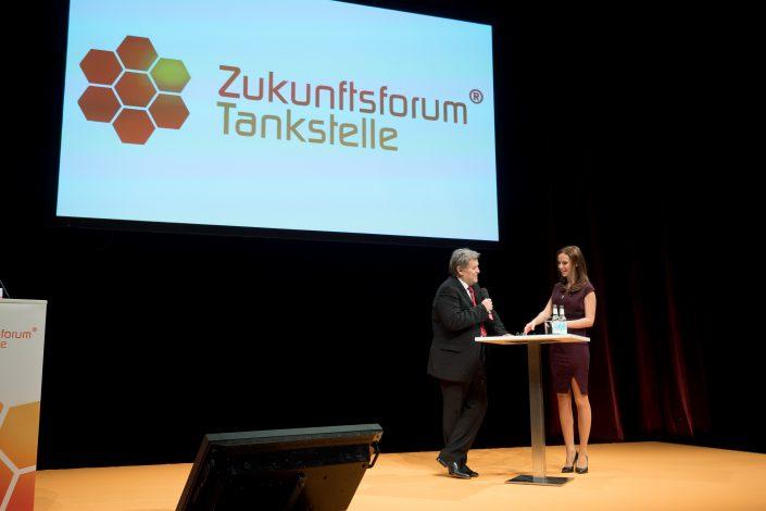 Norbert Haug im Interview mit Moderator Susanne Schöne