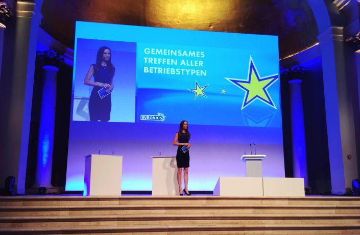 Moderatorin Euronics Event