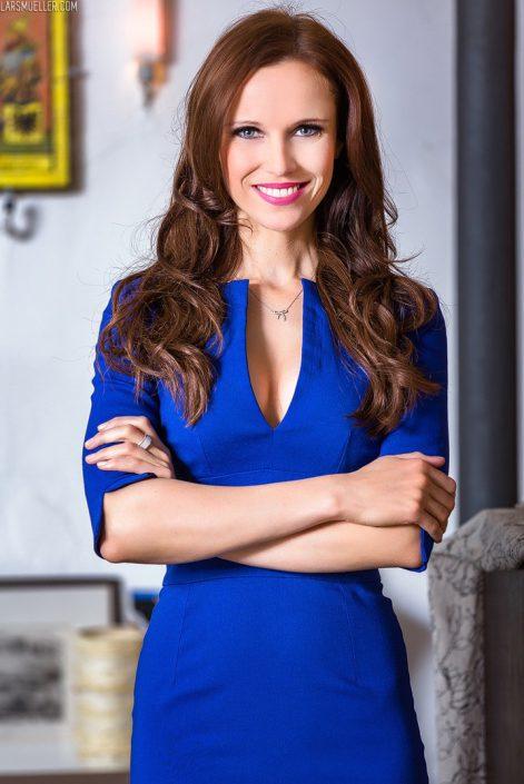 Dunkelhaarig TV Moderatorin aus München