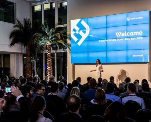 Moderator / Moderatorin Susanne Schöne moderiert für Tech Foundersin München, Branche Start-Up, Technik, Digitalisierung