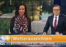 TV Moderatorin Susanne Schöne on air Außendreh