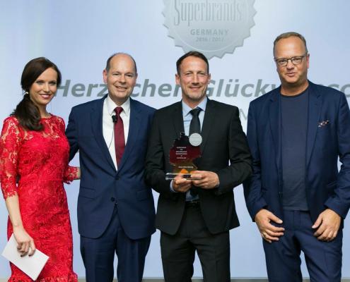 Eventmoderatorin Susanne Schöne moderiert die Verleihung der Superbrands Germany in Berlin