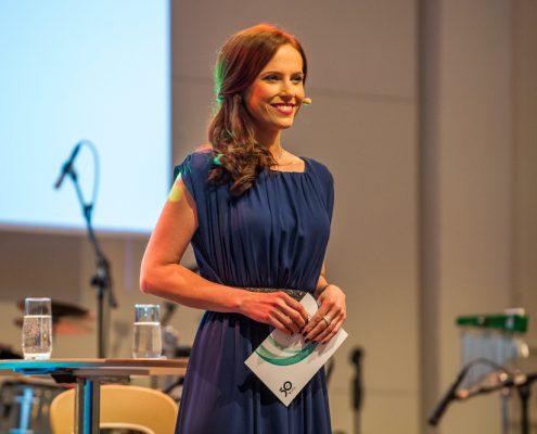 Eventmoderatorin Moderatorin Susanne Schöne für die VFG in Köln