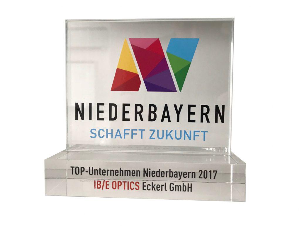 """Event Moderatorin Award Susanne Schöne aus München moderiert die Award-Verleihung """"Top Unternehmen Niederbayern"""""""