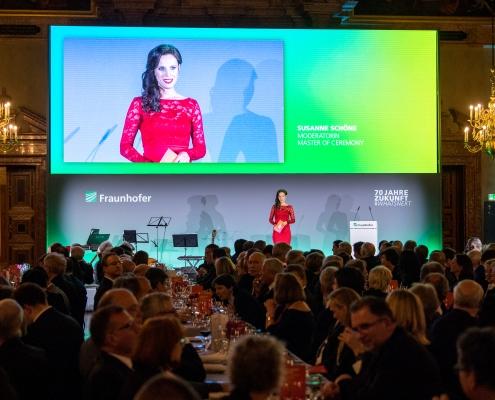 Moderatorin für TV und Event Susanne Schöne aus Dresden moderiert den 70. Geburtstag der Fraunhofer Gesellschaft in München. Buchen auch Sie die erfahrene Moderatorin für ihre Veranstaltung in Köln, Hamburg oder Stuttgart