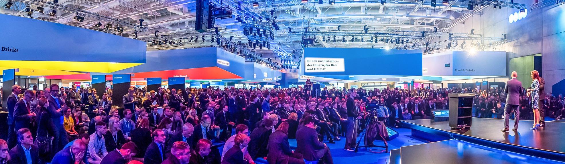 Münchner Moderatorin Susanne Schöne moderiert die Eröffnung der Digital Messe SCC in Berlin