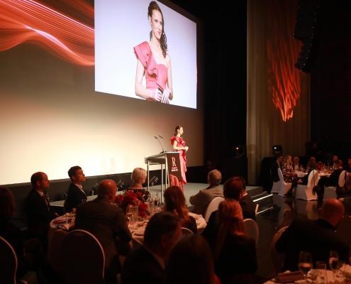 Moderatorin Susanne Schöne moderiert die PR Report Awards