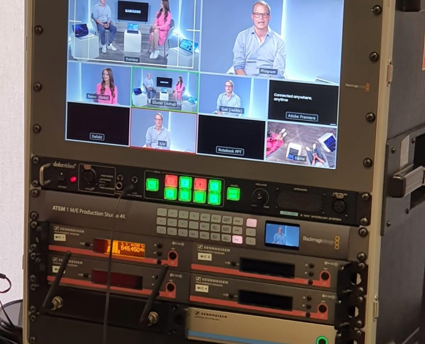 Moderatorin und Expertin für Digitalisierung moderiert einen Livestream in Frankfurt