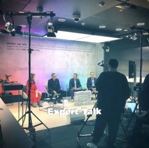 Moderatorin für virtuelle, digitale und hybride Events aus München & Berlin