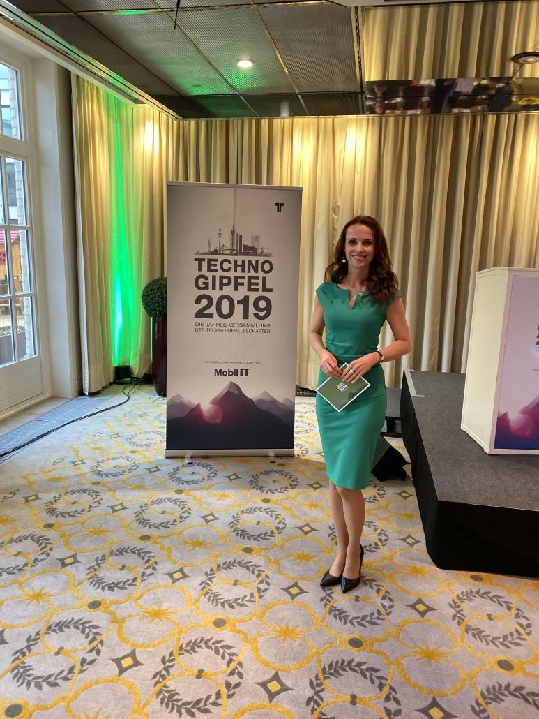 Susanne Schöne moderiert den TECHNO Gipfel in Hamburg