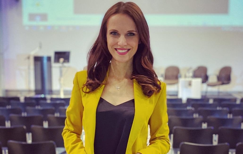 Eventmoderatorin Susanne Schöne für Digitalisierung & IT Themen moderiert ein Event zum Thema 5G in Dresden
