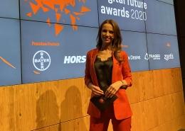 Moderatorin Susanne Schöne für Digitalisierung & IT Themen moderiert eine Award Veranstaltung aus dem Bereich Landwirtschaft in Berlin